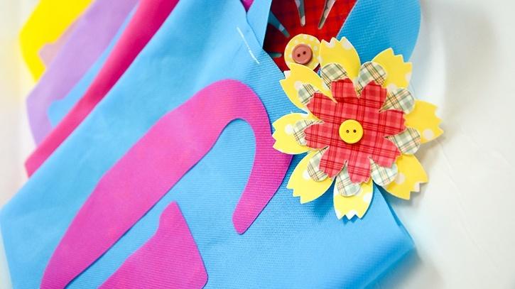 monogrammed-birthday-bags-flower-details.jpg