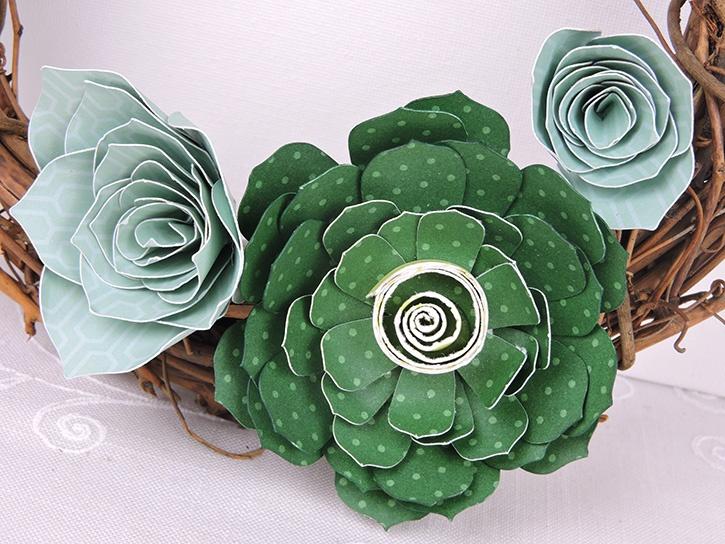 glue-dots-succulent-wreath-close-up-made-by-kim-rippere.jpg