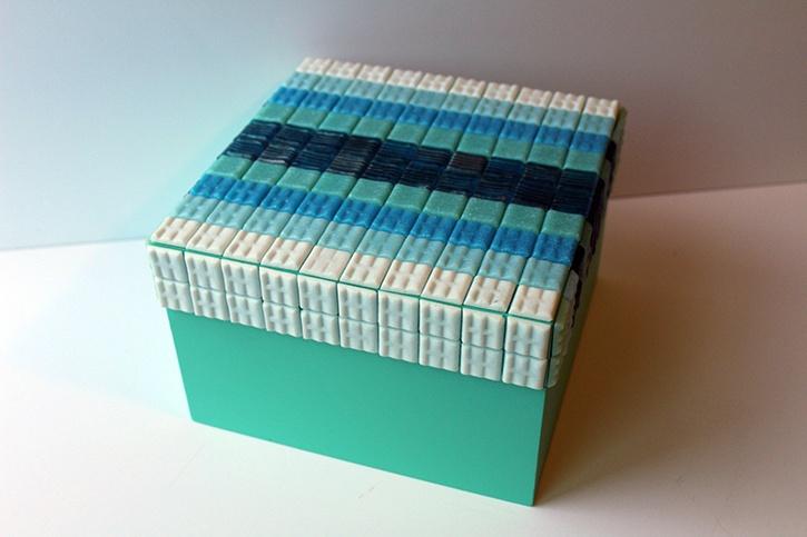 mosaic-storage-box-made-with-glue-dots.jpg