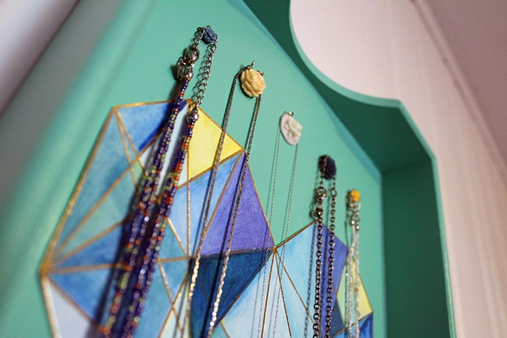 diy-upcycled-tray-jewelry-storage-project-close-up-details.jpg