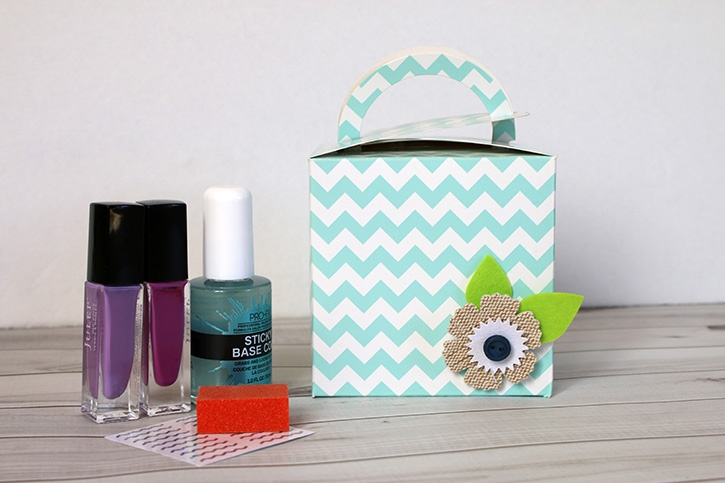 Easy Gift Wrap & Manicure Set