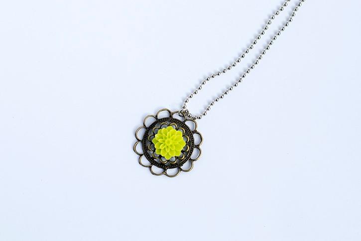 glue-dots-cabochon-necklace-complete.jpg