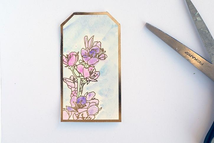 doily-flower-decorative-gift-box-tag-detail.jpg