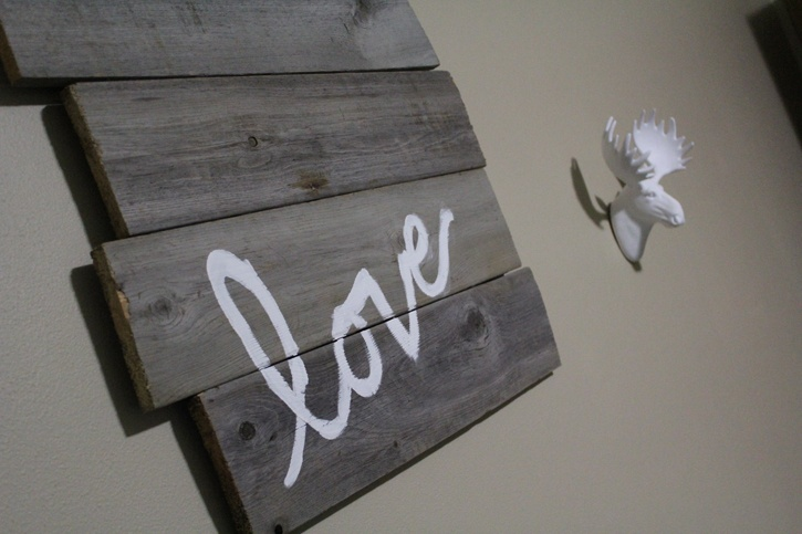 diy-barn-door-sign-hand-painted-message-complete.jpg
