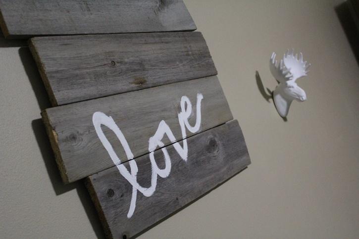 diy-barn-door-sign-hand-painted-message-complete.jpg