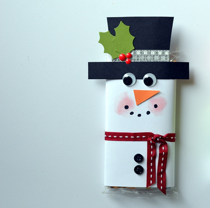 glue-dots-snowman-popcorn-sleeve-made-by-dawn-mercedes.jpg