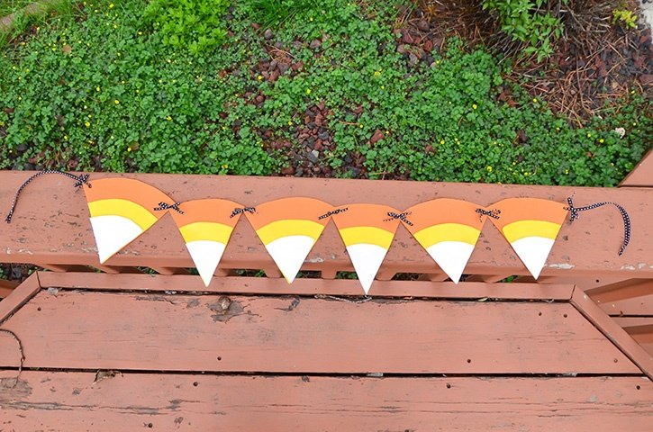 glue-dots-candy-corn-banner-made-with-oly-fun-fabric.jpg