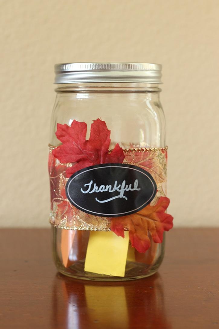 glue-dots-thanksgiving-thankful-jar.jpg