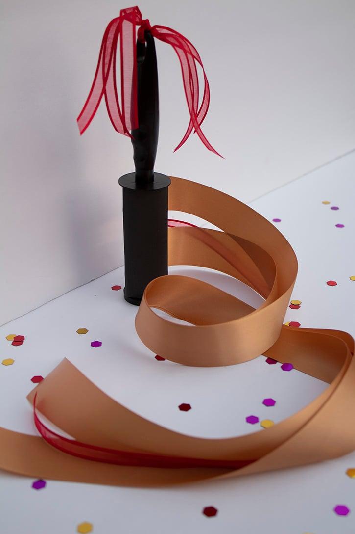 Glue-Dots-Ribbon-Wand-finished