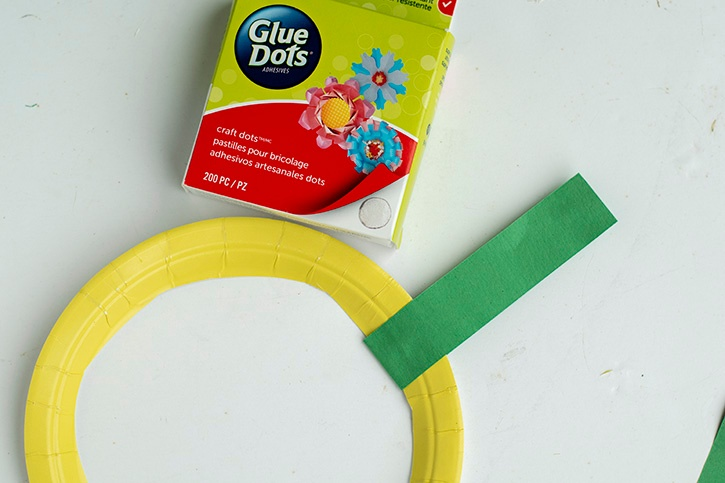 Glue-Dots-Paper-Holiday-Wreath-attach