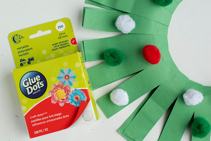 Glue-Dots-Paper-Holiday-Wreath-decorate