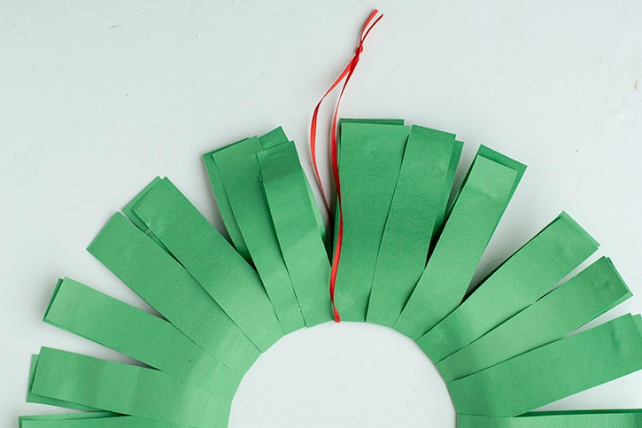 Glue-Dots-Paper-Holiday-Wreath-ribbon