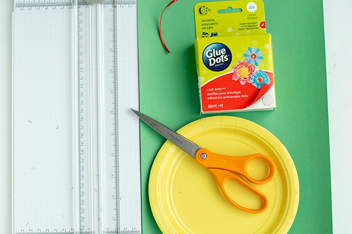 Glue-Dots-Paper-Holiday-Wreath-supplies