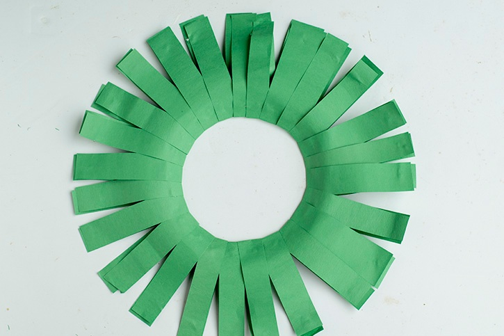 Glue-Dots-Paper-Holiday-Wreath
