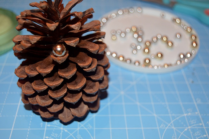 Glue-Dots-Pinecone-Ornament-bead