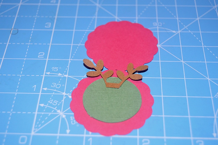 Glue-Dots-Reindeer-Candy-Topper-antlers