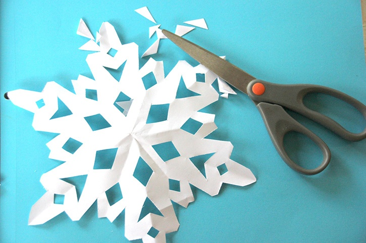 Glue-Dots-Snowflake-Canvas