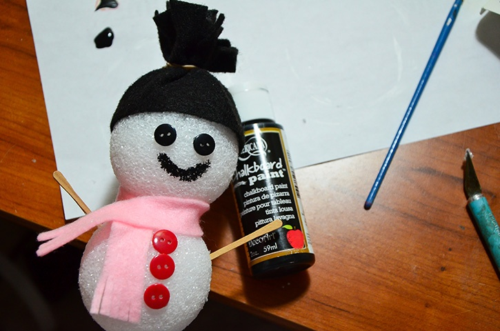 Glue-Dots-Styrofoam-Snowman-face