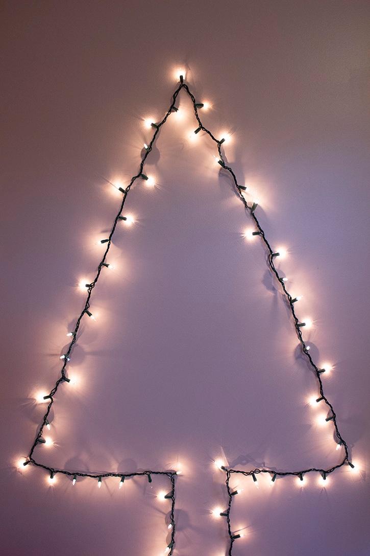 Glue-Dots-Wall-Christmas-Tree-finished