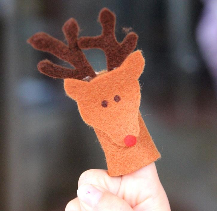 Reindeer Felt Finger Puppet made with Glue Dots.