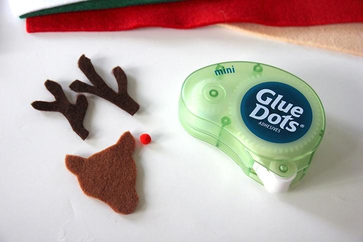 glue-dots-christmas-felt-finger-puppets-reindeer-shapes.jpg