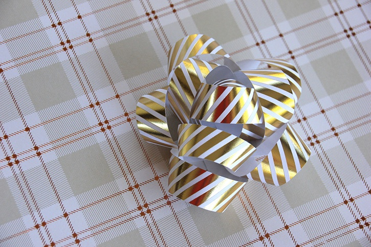 glue-dots-paper-gift-bow-made-by-robyn-power.jpg
