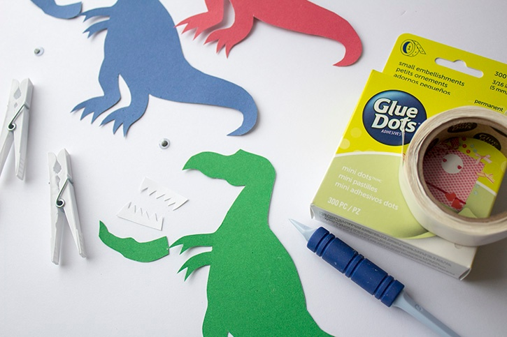 T-Rex Kids Craft clothespin step (1)