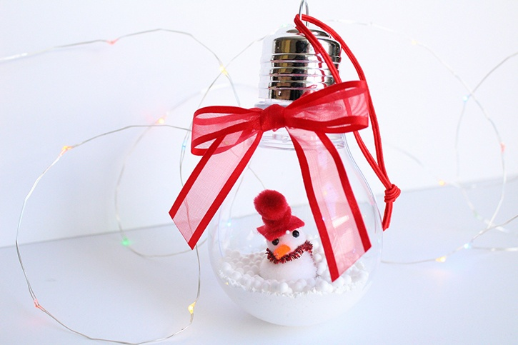 glue-dots-lightbulb-ornament-made-by-danielle-hunter.jpg