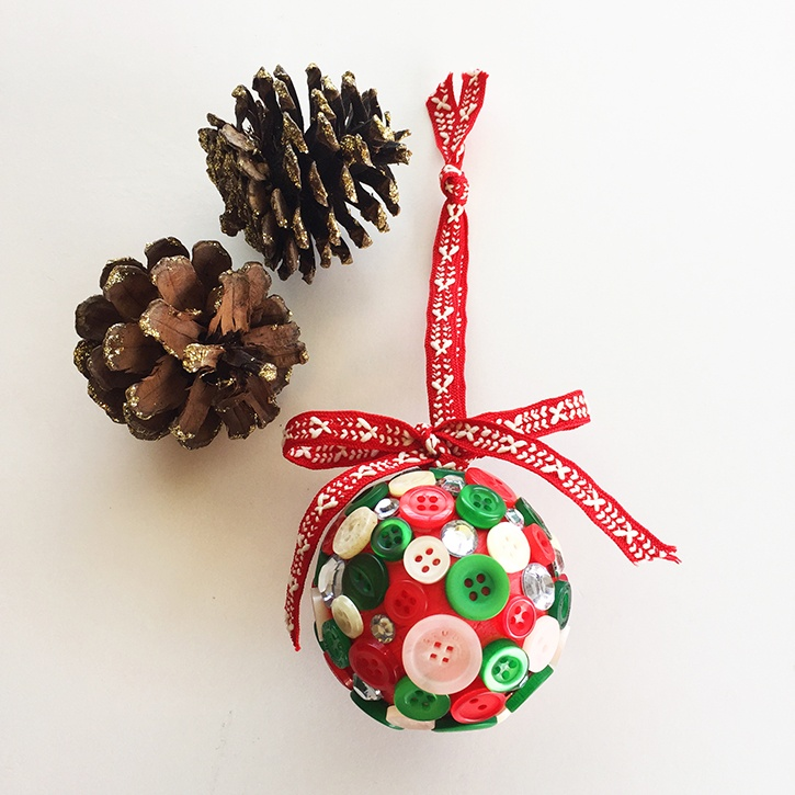 glue-dots-mini-button-ornament-made-by-tammy-santana.jpg
