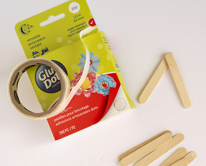 Glue-Dots-Spring-Kite-craft